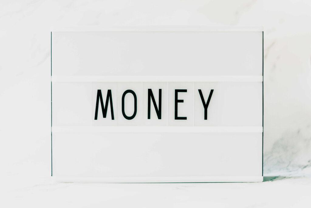 【Webライターの文字単価】1年間の推移と収入の上げ方を解説